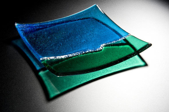 Platter in Kiln Formed Glass With Dichroic Glass.